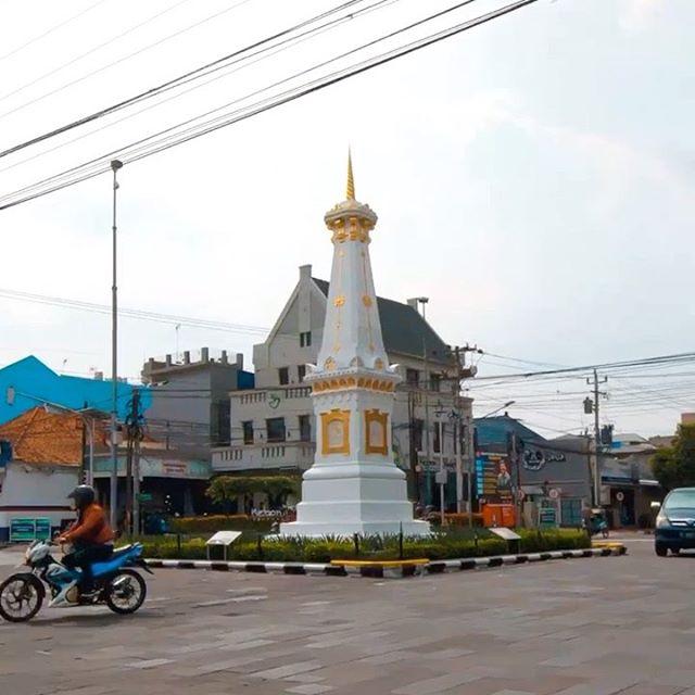 Selamat Hari Rabu, Hari raya Rindu . Stay safe stay strong, stay healthy, Stay at home , this too shall pass.. . . Ku percaya selalu ada sesuatu di Jogja ------------------------------ Prod by @chandraafc  Direct and edit by @fa.ikar Drone by @fa.ikar Song @adhitiasofyan cover by @adhabuyung . .. . ————————- . . @kemenparekraf.ri @gkrbendara @pemkotjogja @viewjogja @wisatajogja @explorejogja @jogja_ig @berandajogja @pesonajogja @jogja.istimewa @wonderfuljogja @jogjajateng @jogjainfo @jogja24jam @jogjaku @jogja @yogyakartacity @pesonaindonesiaofficial @pesonaid_travel  #pesonaindonesia #wonderfulindonesia #genpi #genpijogja #generasipesonaindonesia #visitjogja #wisatajoga #pesonajogja #jogja#galerijogjajateng #jogjakarta #jatenggayeng #jogjaku #jogjaistimewa #explorejogja #jogjaupdate #jogja24jam #jogjaculinary #jogjakeren #yogyakarta #yogya #yogya #ugm #ugmyogyakarta