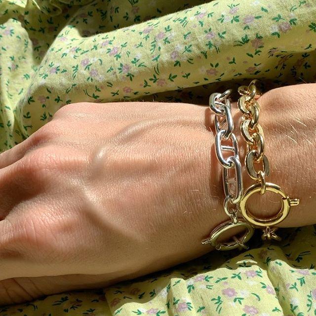 [Anzeige] @waldberlin  _____________________________________________ [Anzeige] #waldberlin #jewelry #goldsilvermix #chainbracelets #bracelets #braceletoftheday #jewellery #chainofgold