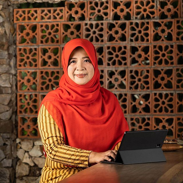 "Septi P. is a Local Guide Level 6 and an all-around inspiration. She has connected over 30,000 women and empowers them to own their digital presence with tools like Google My Business. ""I hope that the women who find my contributions will get inspiration for places suitable for the development of their children and families and for herself.  I want all the women's communities in the world to connect with each other by reading their contributions and scaling up their impact."""