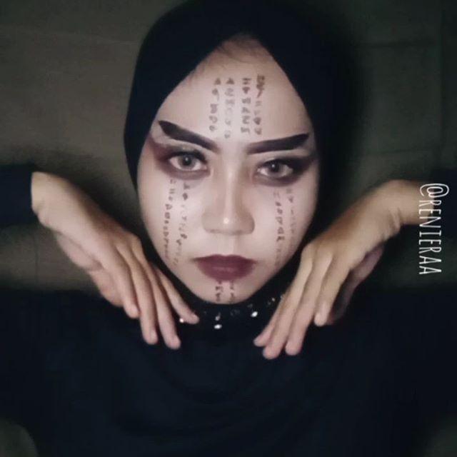 Video lipsync pertamaku 😁  Ternyata tak semudah yg ku bayangkan bikin nya 🙈 maaf kalau ada yg kurang pas -.-- sungguh ini bikin nya pake tenaga dan pikiran haha~ . . . . Song : Lathi - @weird.genius @sarafajira . . . #indobeautygram #tutorialmakeup #beautyvlogger #indobeautyvlogger #tampilcantik #makeup #ragamkecantikan #bloggervloggerindonesia #bloggervloggerinfluencer #dirumahsaja #inspirasimakeup #tipsmakeup #makeupvideos #makeuplipsync #lathi #weirdgenius