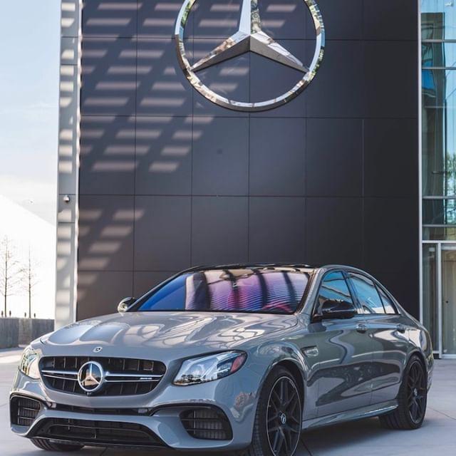 Diese E-Klasse steht auf jeden Fall unter einem guten Stern. 😉⭐️ 📸 @mercedesbenzusa #MBphotopass . #MercedesAMG #Mercedes #AMG #EKlasse #EClass #MBUSA #instacar #carsofinstagram