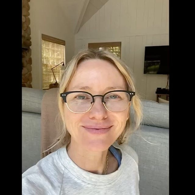 Acá @naomiwatts me manda este video porque No necesitas pareja para besarte en esta cuarentena.  @mmayte_rodriguez @jonzmen  VIDEO ON BIO  @naomiwatts sent me this video because you don't need a partner to be able to kiss in this quarantine.. Link on BIO