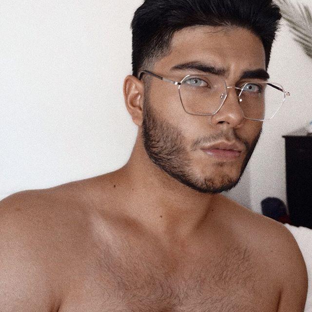 ¿Hay alguien aquí que usen lentes? 🤠♥️ coméntenme para darles una guía express. Yam si planean comprar lentes les ayudo a elegir el armazón. 🤠♥️♥️🙌🏻
