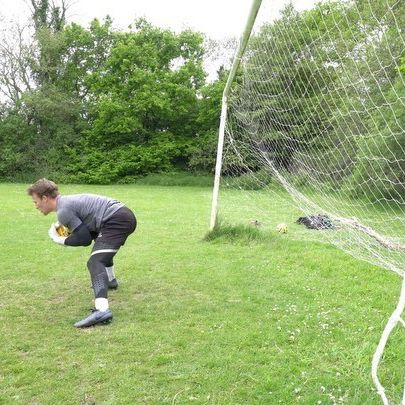 Collapse Dive & Pick-Up ⚽️🧤 . . Simple movements, great for a warm up! Getting the feel of the ball is obviously important before the session, but so to is getting a feel of the ground! Especially now, with the ground as hard as it is, it's important to do simple exercises like this to get used to the contact & the bounce 👊🏼