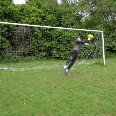 Not sure how this one stayed out! One of those ones that you throw a hand at and hope! We get enough bad luck as GKs, so take these when they come 😉⚽️🧤