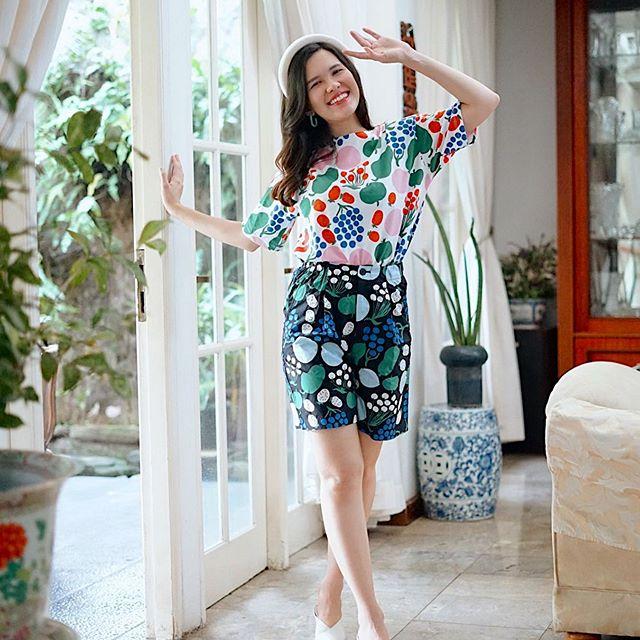 Koleksi exclusive UNIQLO x Marimekko ini jadi pakaian yang paling pas buat nemenin keseharianku. Lihat aja patterns nya yang super fun! Koleksi ini sudah bisa ditemukan di seluruh toko UNIQLO lohh ♥️ #uniqloindonesia #uniqlolifewear #uniqloxmarimekko