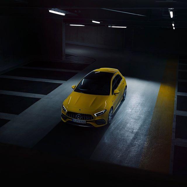 [Kraftstoffverbrauch kombiniert: 8,4–8,3 l/100 km | CO₂-Emissionen kombiniert: 192–190 g/km | mb4.me/DAT-Leitfaden | Mercedes-AMG A 45 S 4MATIC+] . Bereit, die Nacht zu erobern. 🌙 📸 @ranier_fernandez_photography #MBsocialcar . #MercedesAMG #Mercedes #AMG #A45S #AKlasse #DrivingPerformance #instacar #carsofinstagram