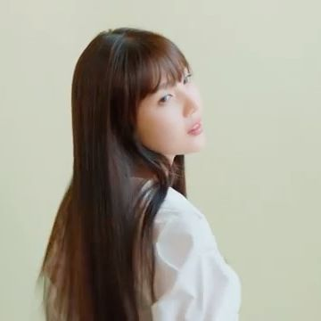 Her silky smooth hair 😍 🎥 aveda_kr Instagram Update [200610]