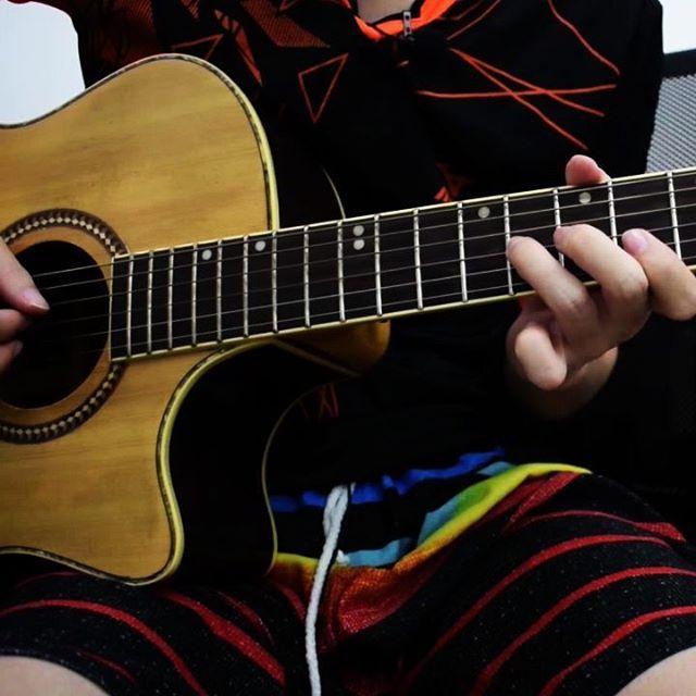 Melody dari lagu Lathi - @weird.genius udah ada tutornya di channel kak teo. Langsung aja berangkat ke channel teoakustikgitar, udah ada tabnya juga 😁. #melody #lathi #weirdgenius #melodygitar #melodyguitar #gitarmelody #melodigitar #tabgitar