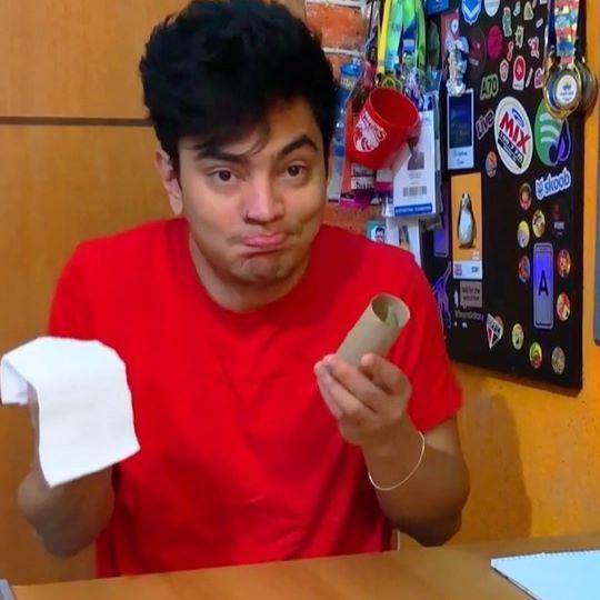 Quando acaba o papel higiênico 🧻  Marca alguém nesse vídeo e não diz nada 😅