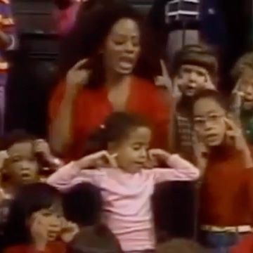Little me in glasses and a turtleneck 🤓A little feel good throwback.  @sesamestreet with my mama @dianaross & sisters @therhondaross & @chudneylross (who is so dang cute in this) #tbt Reposted from Chudney