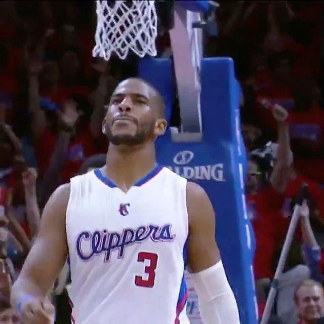 Y con este tiro ganador, @cp3 volvía loco al público. 🤯👏🔝 . ¡Gran noche en la que @laclippers derrotaba a @spurs en los Playoffs de 2015! #NBATogetherLive ⭐️