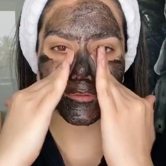 Δεν ξέρω αν το ξέρετε αλλά η @maccosmetics έχει προϊόντα περιποίησης προσώπου και είναι πραγματικά ΦΑΝΤΑΣΤΙΚΑ!!!! @maccosmetics • exfoliator volcanic • charcoal mask • lip scrubtious sweet vanilla • essential oils • fast response eye cream • lip conditioner • fix+ ••••••• #mac #maccosmetics #skincare #skin #skinroutine #skincareroutine #clearskin #izambellachristodoulou