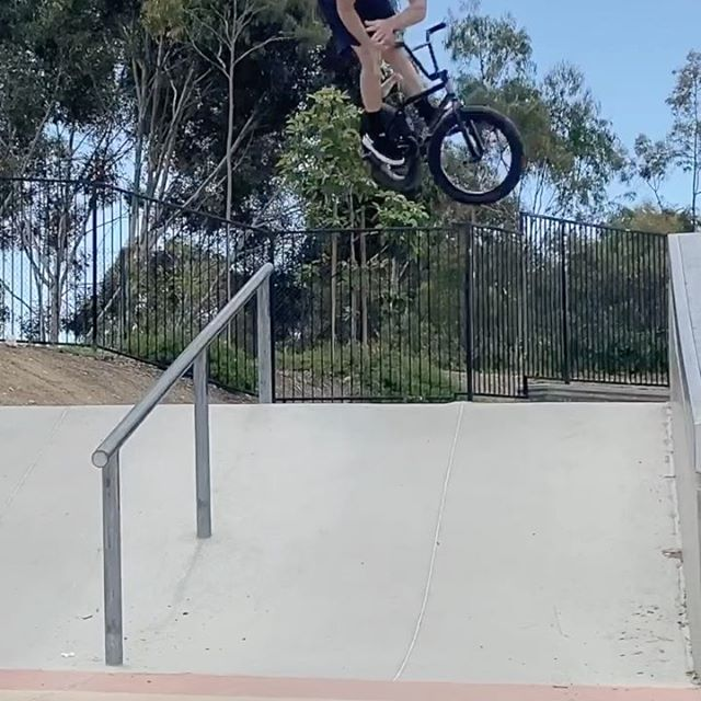 Been on the early morning rise nd grind tryna get the worm 🐛 before the germs 🦠 show up 🤣🦅 . . . . . . . #bmx #bike #bicycle #ride #cruise #riding #bikeride #riding #grind #360 #barspin #bikelife #alwaysfiending #truck