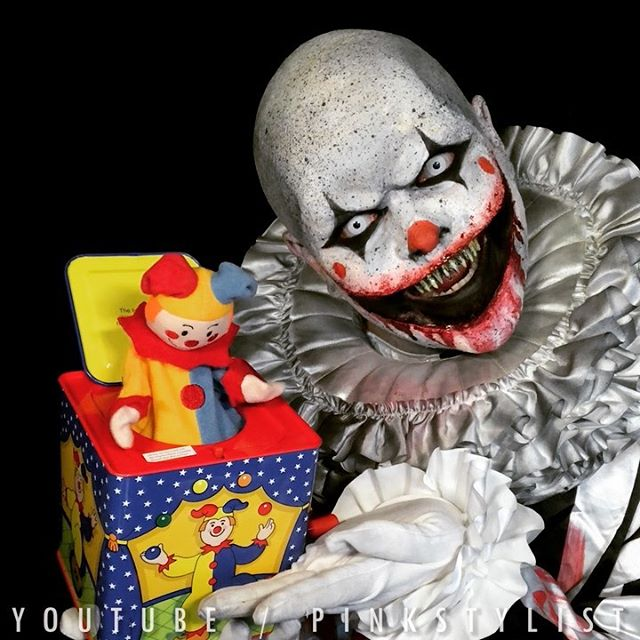 Wind the box, await the clown. 🎈Sometimes it's the simple things in life that make you smile. 🤡 My next tutorial is now live on my YouTube channel Fluffies ^_^ The Link is in my bio :D #JackInTheBox #ScaryClown #ClownInABox #YESThatsTheBoxFromElf!!