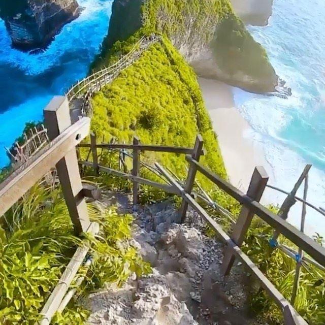Kelingking Beach Nusa Penida, Indonesia 🇮🇩. Video by @artshestakov 🎵: Sway ( Chainsmokers Remix )