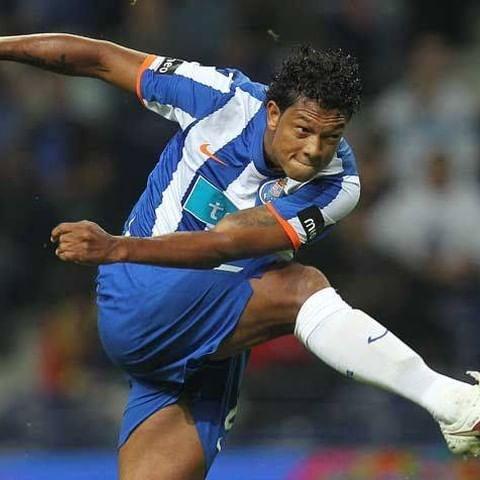 ⚽🚀 Que nota dás a este golo do @fguarin13 ? 💙  #FCPorto #Guarin