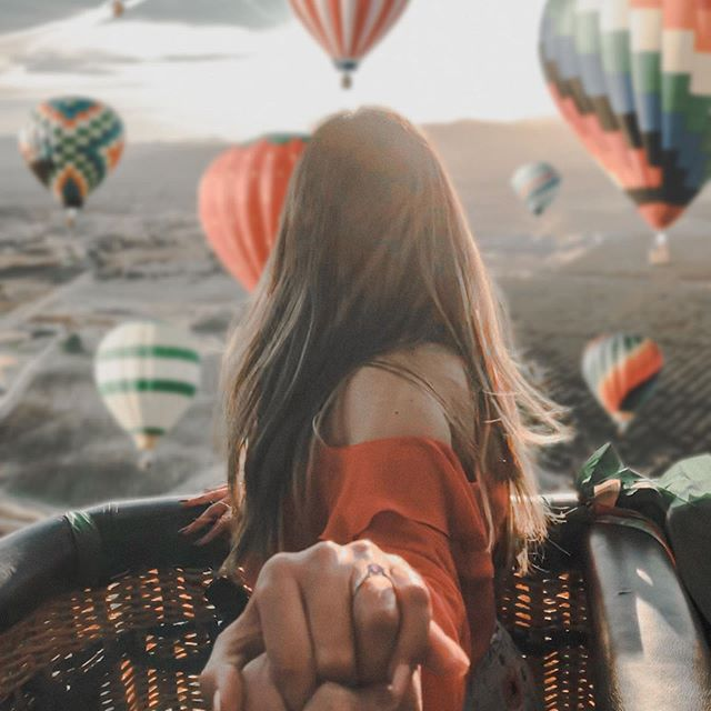 """Solemos olvidar que la felicidad no viene por obtener algo que no teníamos, si no, por reconocer y apreciar lo que sí tenemos. Desde el 2018 empecé a decretar, visualizar y escribir sobre viajar a Temecula en globo aerostático. No sabía cómo ni cuando iba a suceder. . Pero durante estos 2 años jamás dudé y fui muy feliz y agradecida por lo que ya estaba en mi vida. Fue entonces que en Febrero de este año, mi viaje se hizo realidad y fue una experiencia inolvidable. . ¿CÓMO LE HICE? Usé 2 métodos en específico: ✨ El tablero de los sueños (desliza, es la segunda foto) ✨ La carta de manifestación (método scripting) . Si vieron nuestro video sobre nuestros tableros de este año, saben que uno de ellos está en nuestro refri. Este es el tablero de viajes, y ahí es donde se encuentra la foto de donde nos inspiramos para tomar la nuestra. Pueden encontrar este video en youtube 🔍 """"hay que hacernos millonarios tablero 2020"""" . Y si te interesa saber más sobre cómo manifestar lo que sea con el método scripting y cómo yo lo utilicé, acabo de subir video a mi canal sobre esto. Es hora de que empieces a plasmar en papel lo que se manifestará en tu vida. . #scripting #cartademanifedstacion #carta #manifestacion #sueñohechorealidad #temecula #pegasuscomunidad #fabsmillonarios #hayquehacernosmillonarios #hoyestamosmañanaquiensabe #leydelaatraccion #leydelaatracción #leydeatraccion #leydeatracción"""