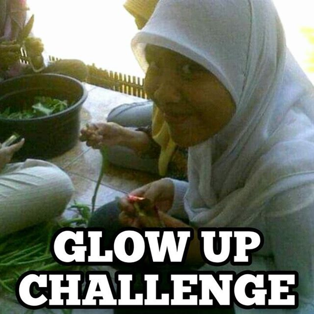 Yaampun dulu aku gandats bgt ya ternyata:( Terus itu kenapa dulu hijabnya mancung pisan?😳😭 ya emg suka aja dulu teh😂 kalo di fikir-fikir ilfeel juga sih😤 kenapa aku dulu gitu bangey😂😂 . . . . #glowupchallenge #puberty #tiktokchallenge #indovidgram #beautycreator #tiktokviral #videopuberty #beautyinfluencers #pubertychallenge #likefollow #moodcewek #hitmeup #dramatwitter #viralbanget #instahijab #hijabersbeautybvlogger #hijaberindo #ootdcasual #cantikberhijab #lifestyle #ootdindokece
