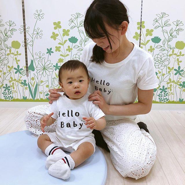 ・ ・ 親子おそろいコーデを初めてしました💕  @hoimi.jp さんの商品で、赤ちゃんのロンパースタイプもあって親子コーデしやすいです✨ 今回は、シンプルなイラストやデザインで 「モノ」や「コト」 を独自の世界観で表現されているAliviostaさんのデザインを着てま〜す❣️ @hoimi.jp さんは色んなデザイナーさん達が色んなデザインをされてるので、デザイン見るだけでも楽しい❣️ ずっと見てられるやつだよ〜笑  #親子コーデ #育児日記 #赤ちゃん #親バカ部 #baby #親バカ #子育て #instakids #kidsgram_tokyo #ベビー #ママ #love #photography #ファッション #コーデ #コーディネート #プチプラ #今日のコーデ #ママコーデ