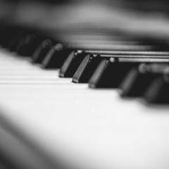Promdi Pianist
