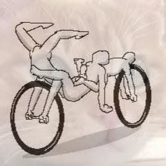 壁かべ・猫と自転車・