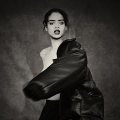 Rihanna - Topic